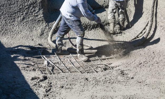 Piscine en béton projeté : construction, avantages …